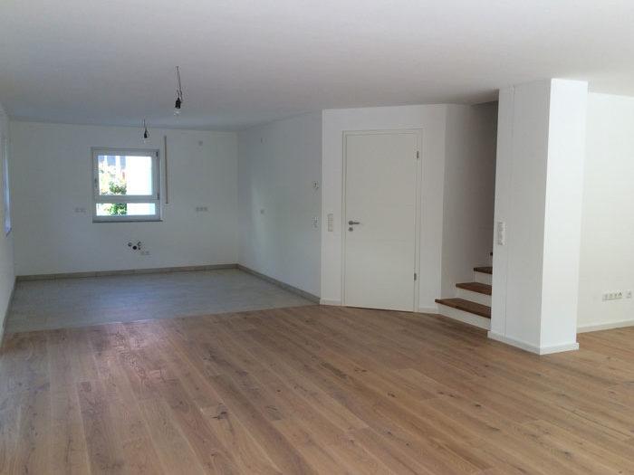 Großes Wohnzimmer in Neubau